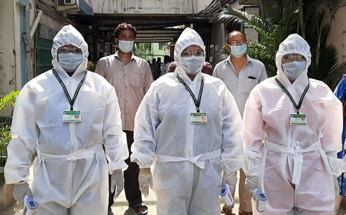 Health workers visit door to door thermal screening to detect Coronavirus outbreak, in Uttarpara area of Hooghly near Kolkata. (ANI Photo)