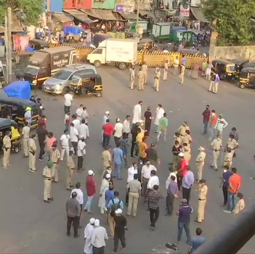 Migrant workers gather in Bandra amid lockdown, seek permission to return to their native states